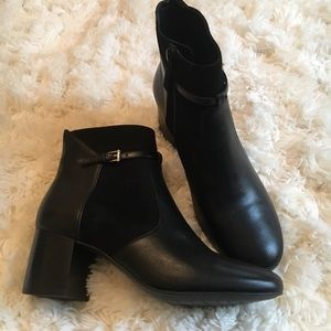 Cole Haan Ankle Boots/Booties Black sz 7